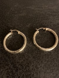18K gold small hoops  Centreville, 20121