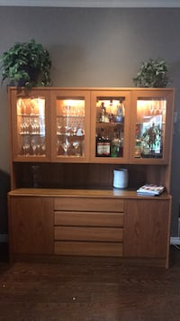 Teak Hutch - glass shelfs includind the serving area , and lights for a beautiful display Cambridge, N1R 1J1