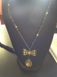 gold-colored necklace with pendant Las Vegas, 89104