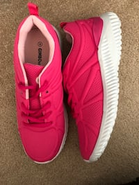 Brand new big Kids Athletic Tennis Shoes. Fuchsia size 4(pick up only) Alexandria, 22310