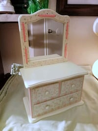 New 18 Note Musical Jewelry Box with Mirror Lake Forest, 92630