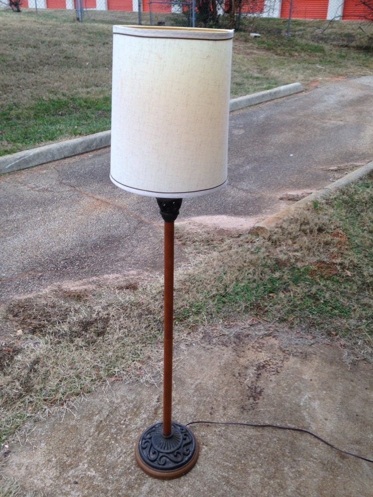 Photo White and red drum shade floor lamp