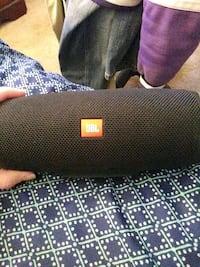 Jbl charge 4 blue tooth speaker lightly used