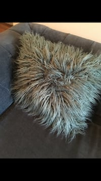 blue furry pillow Mississauga, L4Z