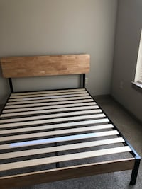 Queen Bed Frame (like new) Charlotte, 28204