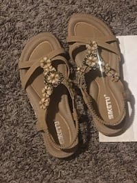 pair of brown leather sandals Ashland, 41101