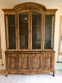 Antique China cabinet in excellent condition Federal Way, 98001