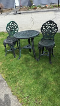 Round green black plastic outdoor table and 2 chairs Squamish, V8B 0M4