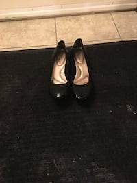 Womans shoes size 8-8.5 Calgary, T3G