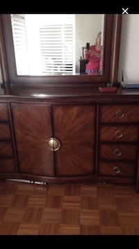 Beautiful wooden dresser with mirror. EUC, make mean offer. Vaughan, L4L 2H7