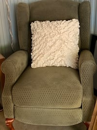 Recliner chair Baltimore, 21206