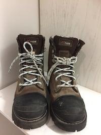 Women's size 9 steel toe, new. Pickup beaches  Toronto, M4E 1T4