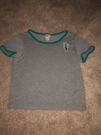 gray and green scoop-neck t-shirt