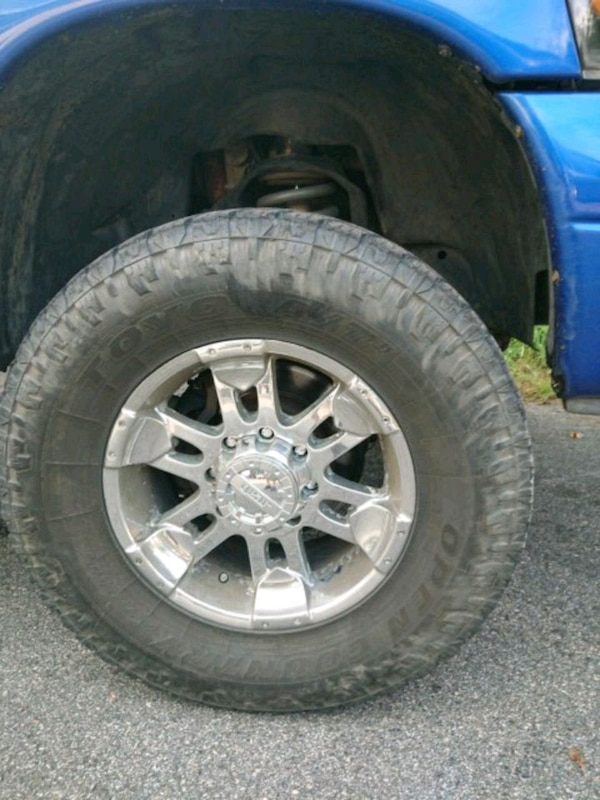 18 Inch Tires >> 18 Inch 8 Lug Rims And 35 Tires