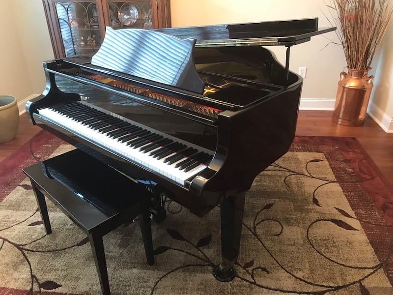 Baby grand for sale 5aa93293-b9e4-48dc-8a50-8941a68061cb