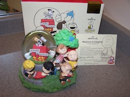Hallmark Peanuts Gallery Happiness is Contagious Musical Globe