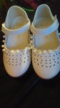 White dress shoes for 2 yr old girl Toronto