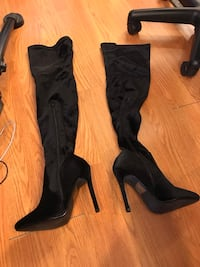 Pair of black suede heeled boots Minneapolis, 55412