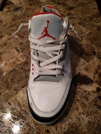 white and red Air Jordan basketbal shoes