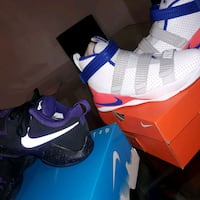 pair of white-and-blue Nike sneakers Cocoa, 32926