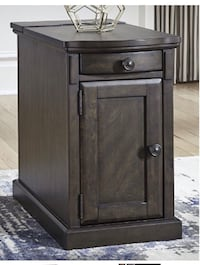 Signature by Design Ashley Furniture 2 chair side end tables with power outlet and USB ports Seaford, 19973