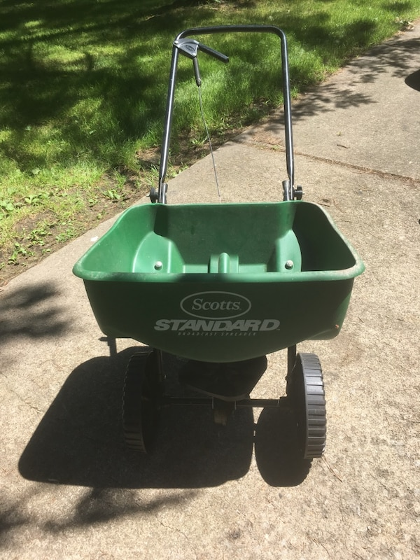 Scotts lawn and garden seed/fertilizer spreader with mini hand held spreader
