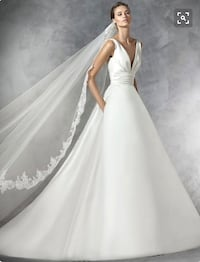 *** FULL SPANISH SILK DESIGNER WEDDING GOWN - 4 PIECES INCLUDED *** 45 km