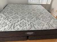 King size Mattress Firm from sleep country Toronto, M1H 2X3