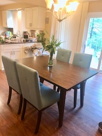 Dining table with 4 chairs 列治文山, L4C 7T4