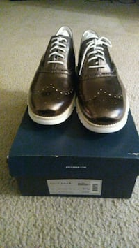 pair of black leather dress shoes with box Greenbelt, 20770