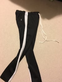 Black and white nike sweatpants Ottawa
