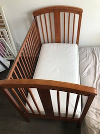 Wooden baby crib with mattress Vaughan, L4L 8X9