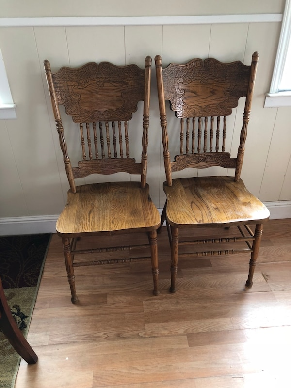 Strange Two Oak Dining Chairs Evergreenethics Interior Chair Design Evergreenethicsorg