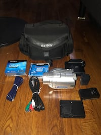 Camcorder with bag and accessories  Los Angeles, 90036