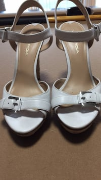 pair of white leather open-toe heeled sandals 77 km