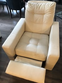 Reclinable chair/ Fauteuil inclinable Laval, H7T 2S2