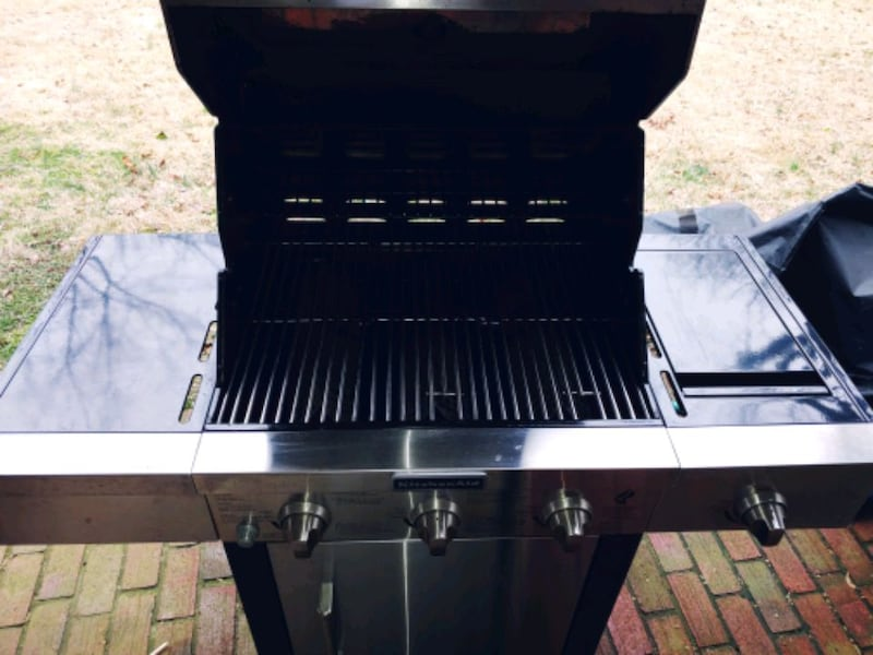 Large KitchenAid Propane Grill 8
