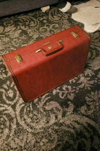 Vintage Red Suitcase (used) Hamilton, L9H 7E3