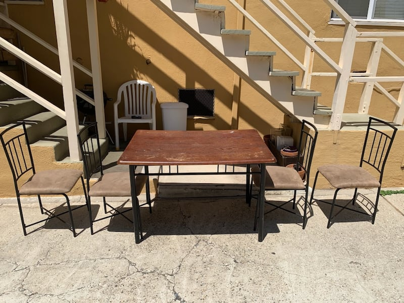Table and 4 Chairs 010d68fb-57bb-4301-b60b-a2750d8de405