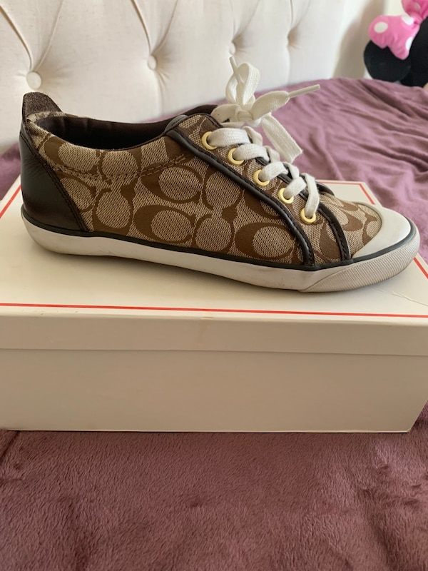 Excellent condition women's Coach shoes size 8 $25 like new! 5045e0ef-f348-47cf-91ad-e2be6a1d337c