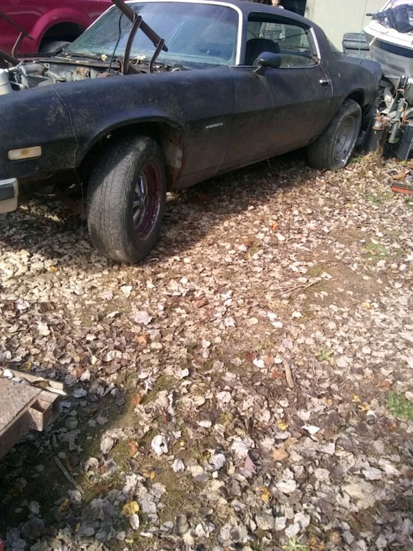 78 z28 body and a 70 camaro body with extra parts