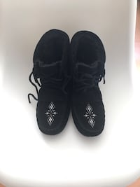 Suede Mukluks size 9 Calgary, T2R 0R8