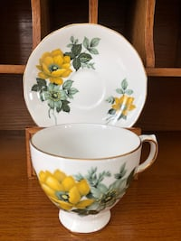 EUC Vintage Queen Anne Antique Bone China Tea Cup and Saucer Ajax, L1T 4Z1