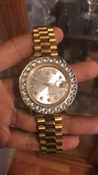 round gold-colored Rolex analog watch with link bracelet Toronto, M1V 1Y8