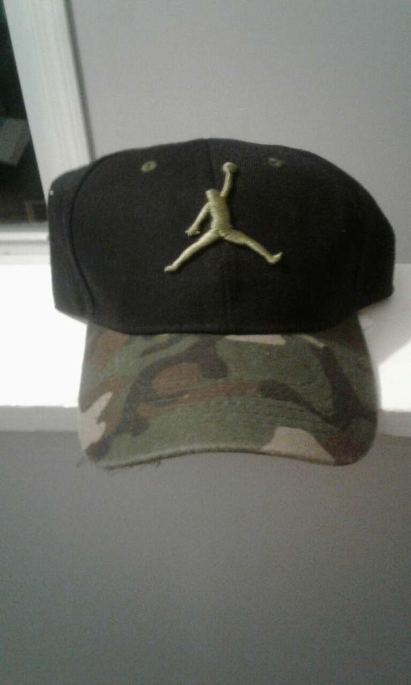 Used Jordan Hat Camo for sale in Revere - letgo 2e8a168b583