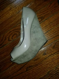 pair of gray leather pumps size 8 Rahway, 07065
