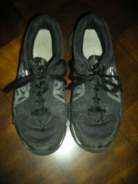 GRAMMY'S CLEAN OUT: Boy's Under Armour sneakers-size 3.5 $3  Aspers