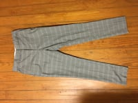 Gray and white striped textile size 6