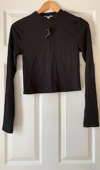 Black short top from express. Size medium. New with tags attached.  Ajax, L1T 0K1