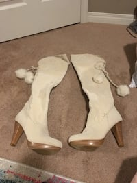 pair of white leather heeled boots 3135 km